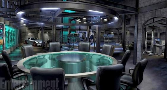 Arrow Bunker . در سمت چپ تصویر حدود 5-6 دکور برای نگهداشتن لباس است که میتواند نشان دهنده ی تعداد قهرمانان باشد