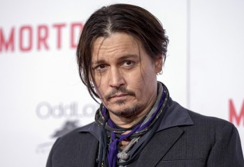 """Cast member Johnny Depp poses at the premiere of """"Mortdecai"""" at the TCL Chinese theatre in Hollywood, California January 21, 2015. The movie opens in the U.S. on January 23.   REUTERS/Mario Anzuoni  (UNITED STATES - Tags: ENTERTAINMENT)"""