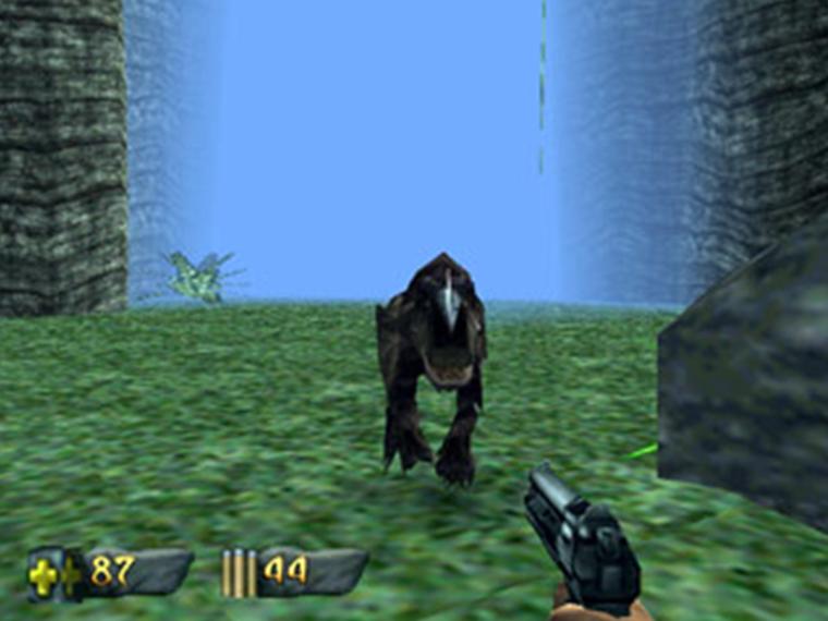 بازی Turok: Dinosaur hunter که چند ماه قبل از GoldenEye منتشر شد، فضای سهبعدی عالی به همراه محیطهایی خوش ساخت و البته مه بسیار، ارائهی میکرد.