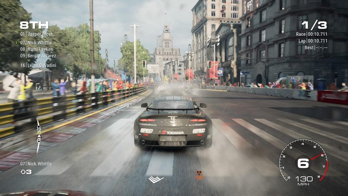 رانندگی در آب و هوای بارانی واقعا لذت بخش است.